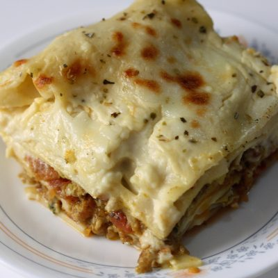 How to make beef lasagna with three home-made sauces