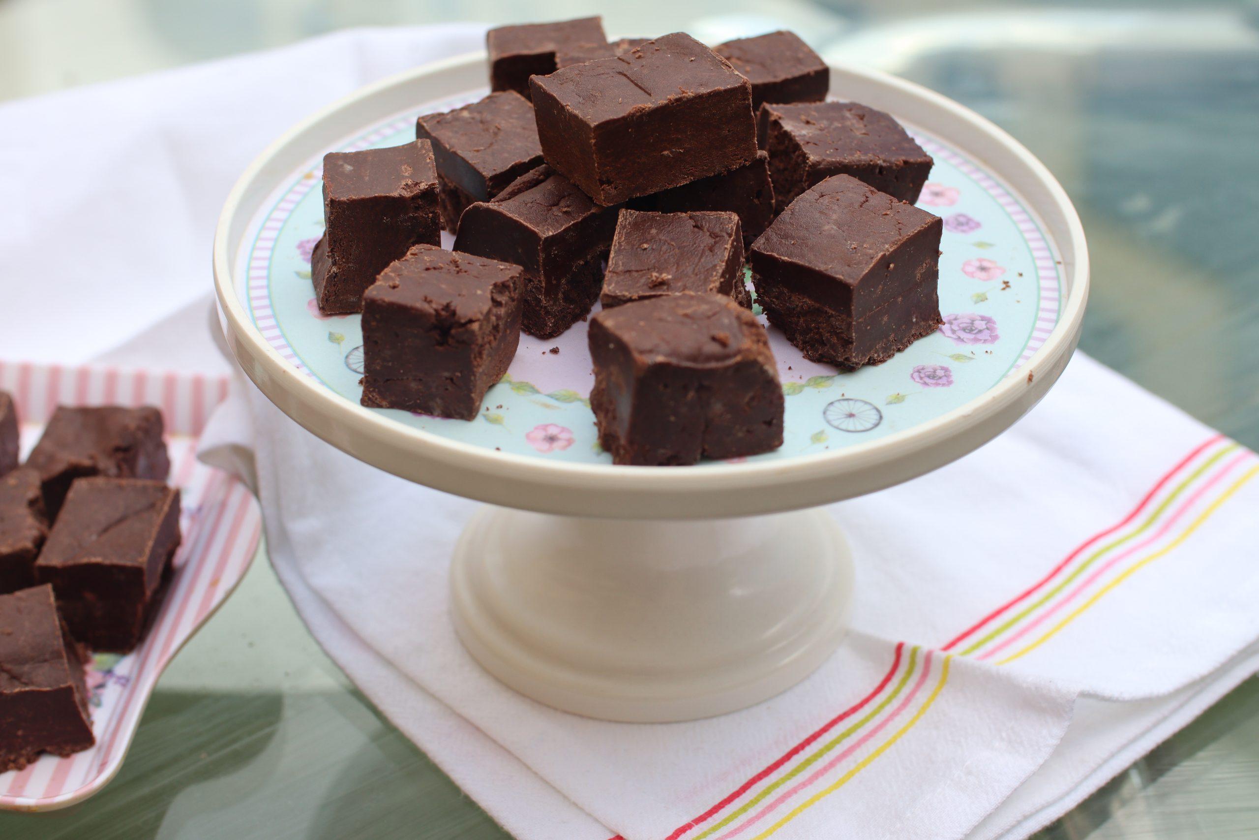 easy chocolate fudge recipe without condensed milk