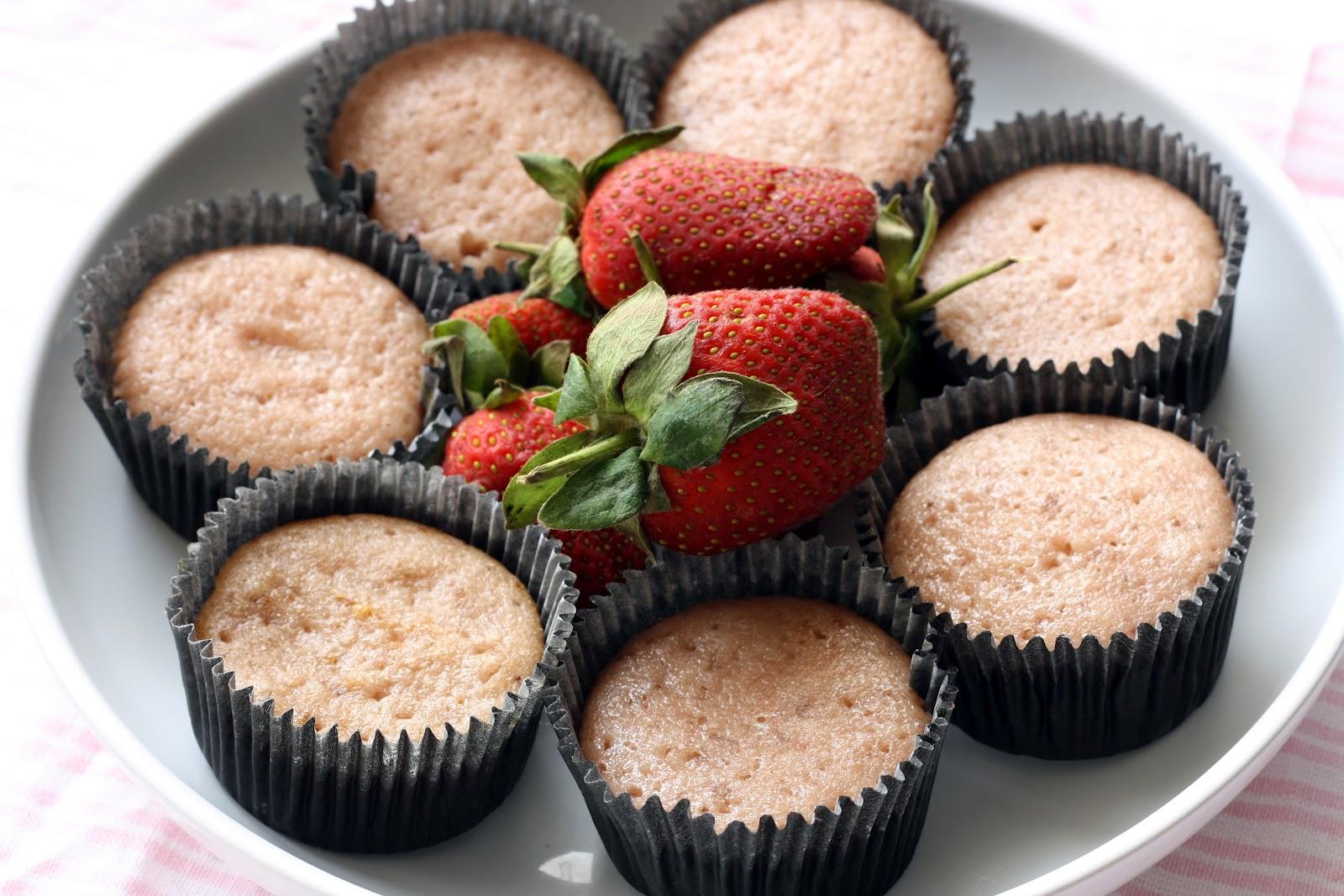 bake at home strawberries colada cupcakes