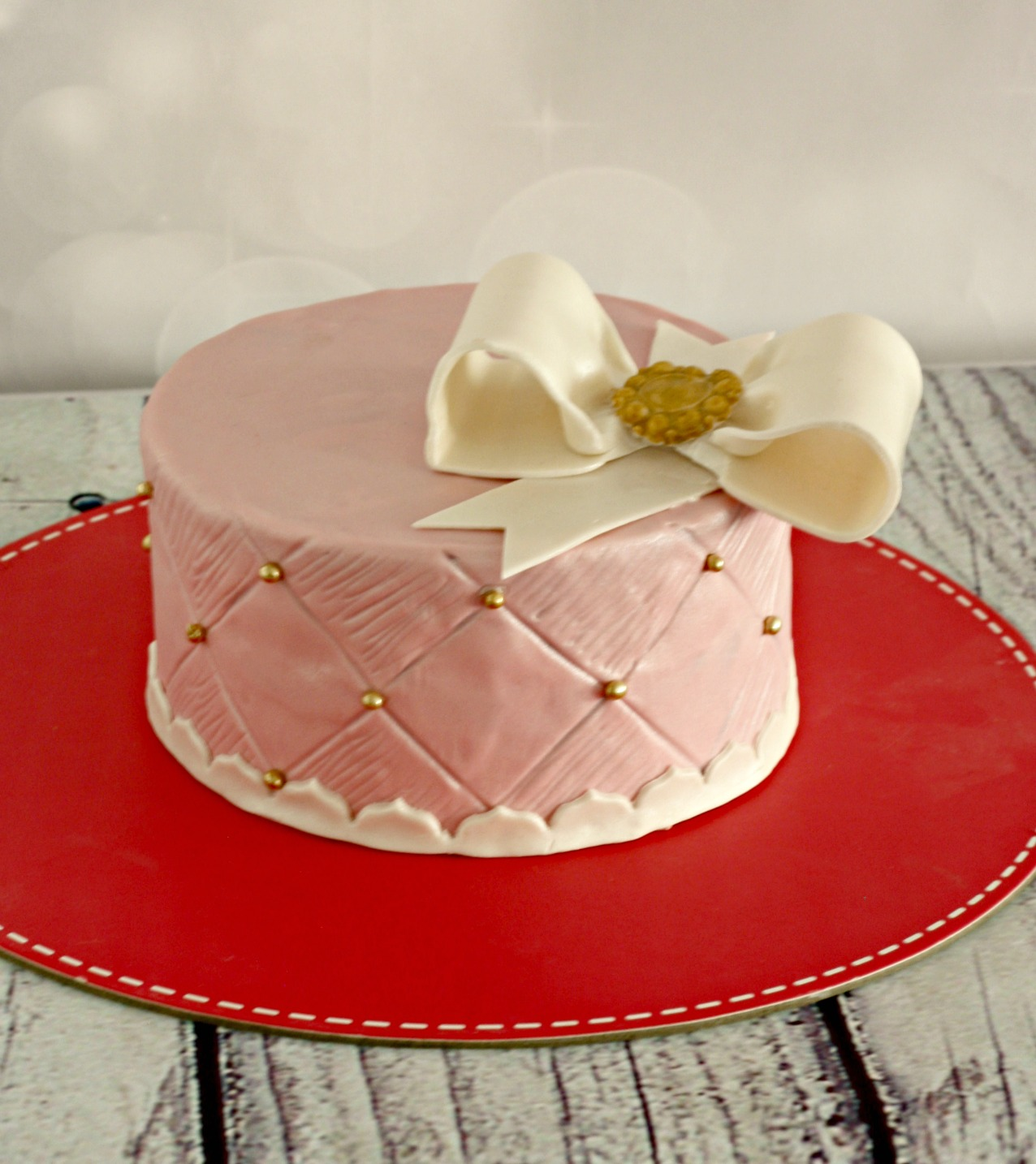 customize pink anniversary cake with white ribbon