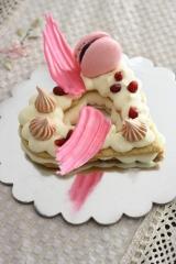 customize gourmet cake with macaroon