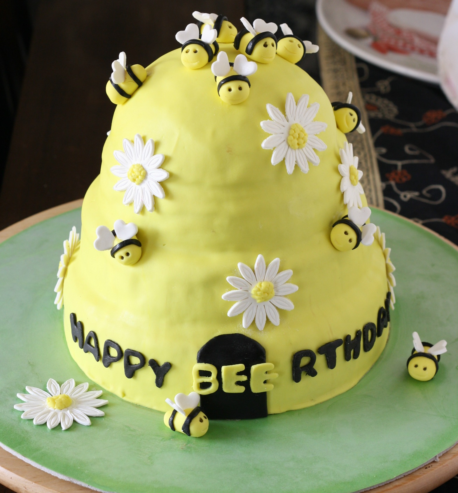 customize birthday cake honey bee theme design