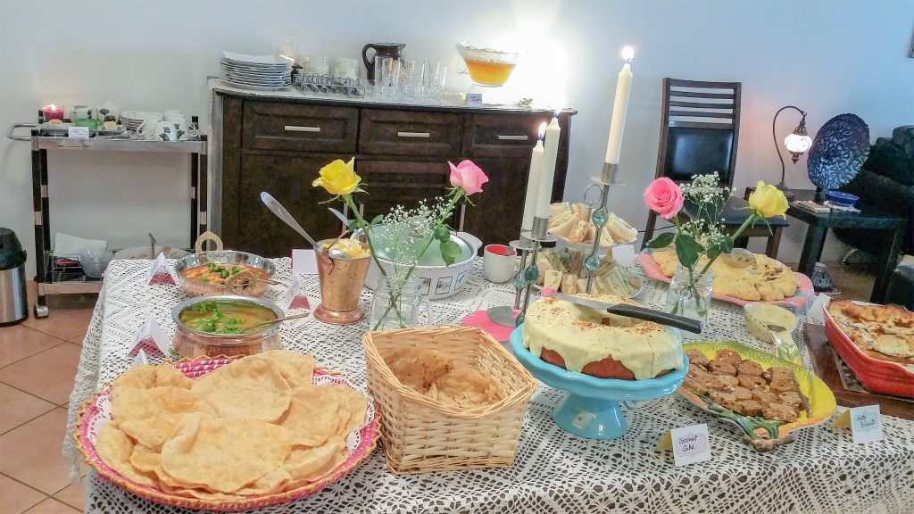 how to host a brunch party