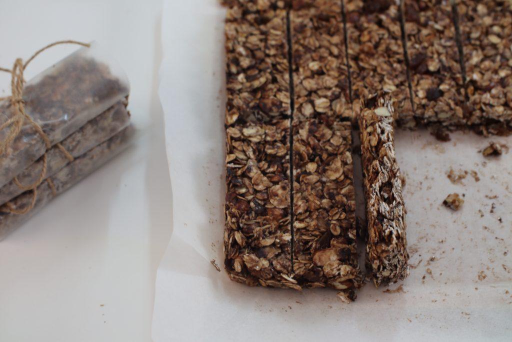 easy no bake chocolate granola bars